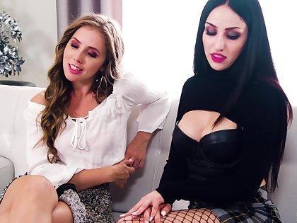 Perverse girl all over fisnhet stockings having mechanical lesbian sex