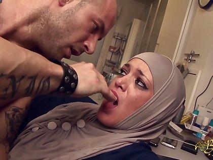 Salima Akim anal