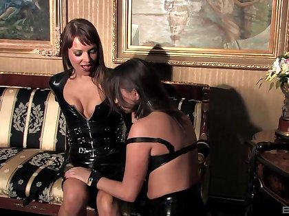 Kinky lesbian sexual relations between slutty Nika Noire and Louisa Lanewood