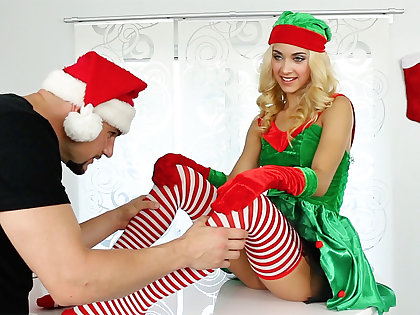 Youthful sweetheart in an elf costume ravaged gonzo